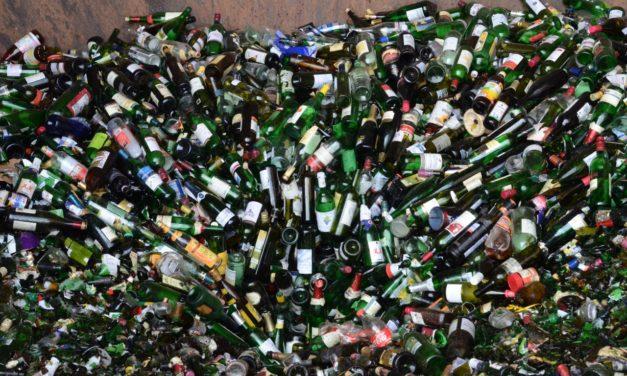 Mythen der Abfallentsorgung: Warum es sich (doch) lohnt, Altglas nach Farben zu sortieren