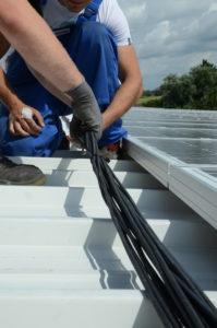 Die Verkabelung einer Photovoltaikanlage muss hohen Standards entsprechen