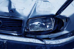 Auch nach einem Unfall mit Blechschaden dürfen Sie nicht ohne Weiteres weiterfahren