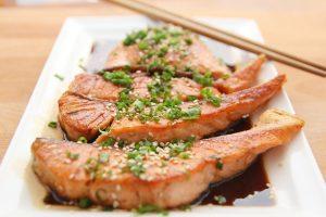 kalorienarmes Essen essen um Ermüdung und Konzentrationsschwäche vorzubeugen