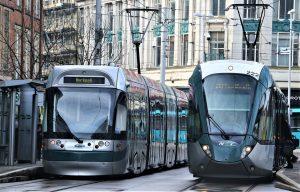 öffentliche Verkehrsmittel nutzen: Kurzstreckenflüge vermeiden